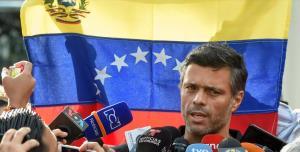"""In Clip: ผู้นำฝ่ายค้านเวเนฯหลบอยู่ใน """"สถานทูตสเปน"""" นานกว่า 1 ปี หนีออกนอกประเทศ"""