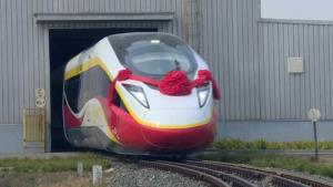 """(ชมคลิป) รถไฟความเร็วสูงติด """"โบกี้"""" ใหม่ล่าสุด วิ่งฉิวข้ามประเทศโดยไม่เสียเวลาเปลี่ยนโบกี้ล้อ"""