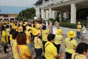 ชาวราชบุรียื่นหนังสือให้ผู้ว่าฯ ส่งถึงลุงตู่ แสดงจุดยืนปกป้องสถาบัน