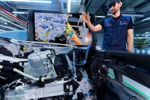ตอกย้ำความเป็นผู้นำ! BMW เริ่มใช้เทคโนโลยี AR ช่วยสร้างรถต้นแบบแล้ว