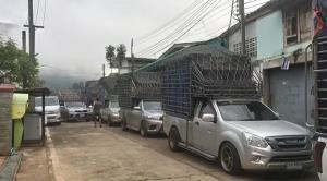 รถบรรทุกสินค้าอุปโภคบริโภคทะลักชายแดนกาญจน์ หลังผู้ว่าฯ ประกาศอนุญาตนำเข้า-ส่งออกได้ 1 วัน