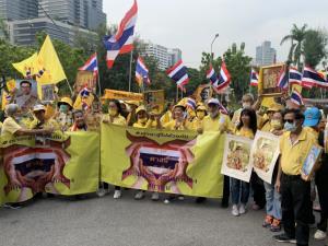 ปชช.ปกป้องสถาบัน แสดงพลัง สวมเสื้อเหลืองทยอยเข้าพื้นที่สวนลุมพินี จำนวนมาก