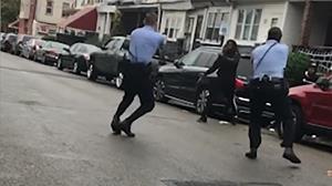 อลม่าน!ตำรวจสหรัฐฯรัวยิงคนดำตายอีก กระพือประท้วงรุนแรงต้องเสริมกำลังคุ้มกันเมืองฟิลาเดลเฟีย(ชมคลิป)