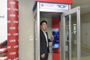 ทีโอทีส่งมอบตู้ชาร์จมือถือพลังงานแสงอาทิตย์ แก่ 4 โรงพยาบาล