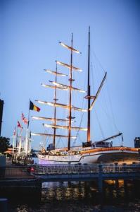 """""""แมริออท มาร์คีส์"""" เปิดตัว """"สิริมหรรณพ"""" เรือใบที่ใหญ่ที่สุดในประเทศ  ชู """"ไอคอนิค แลนด์มาร์ค"""" ณ เอเชียทีค"""