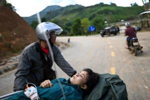 ทหารเวียดนามระดมกำลังค้นหาผู้รอดชีวิตเหตุดินถล่มจากอิทธิพลไต้ฝุ่นหลังดับแล้ว 31 คน
