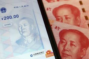 เงินหยวนดิจิทัล เป็นเงินตราที่กฎหมายให้การรับรอง ธนาคารกลางเป็นผู้ออก และใช้ชำระหนี้ตามกฎหมายในจีน จีนประกาศเขตทดลองใช้เงินดิจิทัลสี่แห่ง คือ เซินเจิ้น ซูโจว เฉิงตู เขตพัฒนาใหม่สยงอัน มณฑลเหอเป่ย (แฟ้มภาพรอยเตอร์ส)
