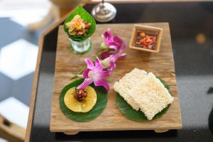 """เคทีซี ชวนลิ้มรสอาหารไทยได้มาตรฐาน กับหนังสือ """"KTC PRIDE OF THAIS"""""""