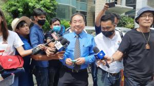"""ทนายศูนย์สิทธิมนุษยชน เผยตำรวจจะมาอายัดตัวแกนนำคณะราษฎร ที่ รพ.พระรามเก้า ระบุ """"ไมค์-รุ้ง-เพนกวิน"""" ยังมีอาการป่วย ไม่พร้อมถูกนำตัวไปฝากขัง"""
