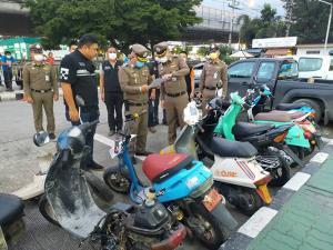 ตำรวจคลองหลวงตามจับแก๊งลักรถป็อป นำไปขายคันละ 2,000 บาท
