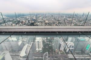 จุดชมวิวบนพื้นกระจกลอยฟ้า ที่ตึกคิงพาวเวอร์มหานคร