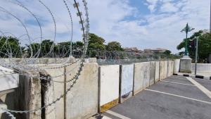 """""""นครบาล"""" ยันไม่ให้ผู้ชุมนุมเข้าไปบริเวณเขตพระราชฐาน จัดตำรวจ 59 กองร้อย ดูแลความสงบ"""