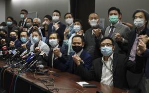 """อัพเด็ต: """"ส.ส ฮ่องกงปีกประชาธิปไตย"""" 15 คนลาออกทั้งหมด หลัง 4 เพื่อนส.สถูกสั่งตัดคุณสมบัติตามคำบัญชาปักกิ่ง"""