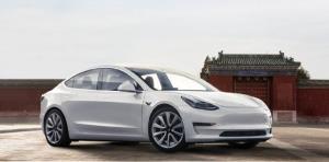 ตลาดรถแดนมังกรต้อนรับ Tesla Model 3  ที่ผลิตในจีนอย่างอุ่นหนาฝาคั่งจนยอดขายฯช่วงครึ่งปีแรกขายดีเป็นอันดับหนึ่งแซงหน้าแบรนด์รถEV ท้องถิ่น และยังรักษาระดับยอดขายที่เพิ่มขึ้นในช่วงครึ่งปีหลัง (ภาพจากสื่อจีน)