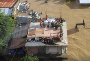 """In Clip: """"ฟิลิปปินส์"""" ยอดดับพายุไต้ฝุ่นพุ่ง หลังภาคเหนือเจอน้ำท่วมครั้งใหญ่สุดในรอบ 45 ปี"""