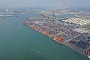 แฟ้มภาพซินหัว : ท่าเรือฉินโจว เขตปกครองตนเองกว่างซีจ้วงของจีน วันที่ 23 พ.ย. 2019