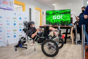 นวัตกรรมอุปกรณ์จักรยานไฮเทค FES เพื่อให้ผู้พิการที่กล้ามเนื้อขาอ่อนแรงสามารถขี่จักรยานได้