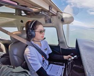 """นางเอกว่าที่นักบิน!! """"เหม่เหม-ธัญญวีร์"""" สู้ทุกความท้าทาย โชว์สกิลเหินเวหา [มีคลิป]"""