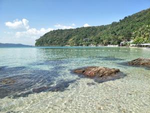 เปิดภาพความสวยงามท้องทะเลเกาะเสม็ด จ.ระยอง น้ำใส-หาดทรายสวย