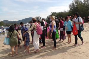 วันหยุดยาวกระบี่คึกคัก นักท่องเที่ยวแห่ชมความงามทะเลวันละกว่า 1 พันคน