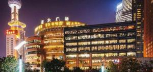 เจิ้งต้าซูเปอร์มอลล์ของเครือซีพี ในเขตลู่จยาจุ่ย เซี่ยงไฮ้ ถือเป็นสัญลักษณ์หนึ่งของเมืองเซี่ยงไฮ้