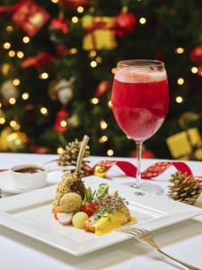 """ทีดับเบิลยูจี ที ต้อนรับเทศกาล Yuletide ด้วยชา แกรนด์ คริสต์มาส ที  และเมนูชุดสุดพิเศษ """"เฟสทีฟ ไนท์ เซ็ท"""""""
