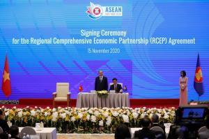 Weekend Focus: 'จีน' จับมือ 14 ชาติเอเชีย-แปซิฟิกลงนาม RCEP สร้างเขตการค้าเสรีใหญ่ที่สุดโดยไม่มี 'สหรัฐฯ'