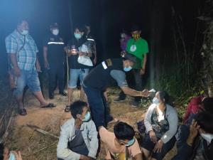 ไม่รอด! หลายหน่วยงานสนธิกำลังจับ 12 แรงงานต่างด้าวลอบเข้ามาฝั่งไทย