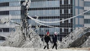 พายุฝนเยือกแข็ง! ถล่มเมืองวลาดิวอสต็อก รัสเซีย ในรอบ 30 ปี