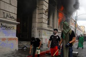 อย่างโหด! จุดไฟเผารัฐสภากัวเตมาลา ประท้วงขับไล่ประธานาธิบดี (ชมคลิป)