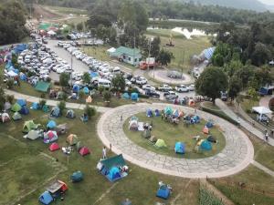 """คนแห่เที่ยว """"Mae Moh Festival 2020"""" ยอดทะลุแสนแล้ว-นอนค้างกางเต็นท์ชมไฟประดับตื่นชมวิวรับลมหนาว"""