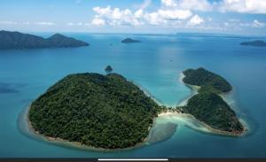 หยุดยาว 4 วันนักท่องเที่ยวทะลักเกาะกูด-เกาะหมาก จ.ตราด เกือบ 10,000 คน
