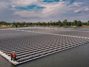 """IRPC เปิดตัว """"สวนโซลาร์ลอยน้ำ"""" ใหญ่สุดในเอเชียตะวันออกเฉียงใต้"""