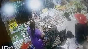 จับแล้วหญิงแสบฉกมือถือแม่ค้าคนละครึ่ง อ้างหน้าตาเฉยนึกว่าลูกค้าลืมไว้
