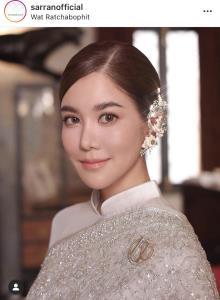 """""""ก้อย รัชวิน"""" งดงามเจิดจรัสในชุดไทยสุดหรู ควงคู่ """"ตูน บอดี้สแลม"""" กราบขอพรสมเด็จพระสังฆราช"""