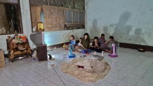 วอนช่วย! 5 เด็กน้อยเมืองสัตหีบชีวิตสุดลำเค็ญ อาศัยห้องเรียนร้างเป็นบ้านนาน 7 ปี