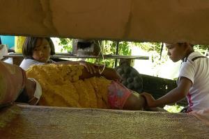 วอนช่วย 3 หนูน้อยแม่ป่วย อาศัยอยู่ในเพิงหมาแหงนใช้ชีวิตสุดลำบาก