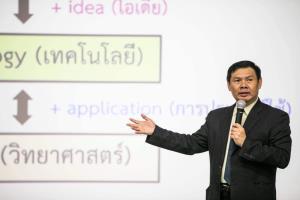 ศ.ดร.ธนารักษ์ ธีระมั่นคง นายกสมาคมปัญญาประดิษฐ์แห่งประเทศไทย และราชบัณฑิต