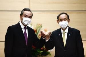 """""""หวังอี้"""" เยือนญี่ปุ่น ฟื้นสัมพันธ์หลัง """"ทรัมป์"""" พ้นอำนาจ"""