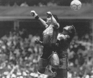 """ตำนาน """"หัตถ์พระเจ้า"""" ฟุตบอลโลก 1986"""