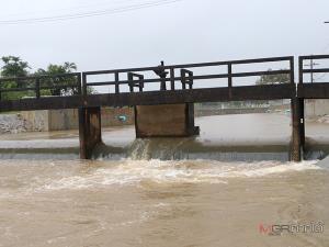 ฝนตกต่อเนื่องใน จ.พัทลุง ทำระดับน้ำเพิ่มสูง ขณะที่หมู่บ้านริมทะเลสาบเริ่มมีน้ำท่วมขัง
