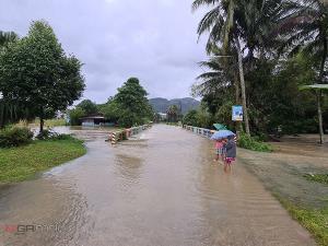 สงขลาน้ำท่วมแล้วใน 6 อำเภอ บางหมู่บ้านน้ำท่วมสะพานถูกตัดขาดจนไม่สามารถผ่านได้