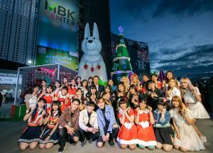 MBK Center ดึง BNK48 ร่วมเปิดตัวต้นคริสต์มาสใบตองยักษ์ จุดเช็กอินเฉลิมฉลองปีใหม่ 64