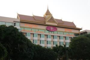 เขมรสั่งปิดโรงแรม-โรงเรียนเพิ่มหลังพบผู้ป่วยโควิดเคยเดินทางเข้าออก