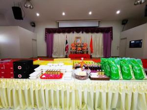 ในหลวง พระราชทานเลี้ยงอาหารกลางวัน  และเวชภัณฑ์ทางการแพทย์ แก่สถานสงเคราะห์ 5 แห่ง เนื่องในโอกาสวันคล้ายวันประสูติ  สมเด็จเจ้าฟ้าฯกรมหลวงพัชรกิติยาภา