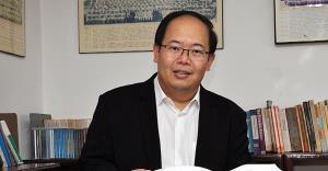 รศ.ดร.ยุทธพร อิสรชัย อาจารย์ประจำสาขาวิชารัฐศาสตร์ มหาวิทยาลัยสุโขทัยธรรมาธิราช