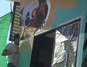 สีสันใหม่หาดบางแสน นิสิต ม.บูรพาเพนต์สี-วาดภาพสัญลักษณ์การท่องเที่ยวบนตู้พักเจ้าหน้าที่