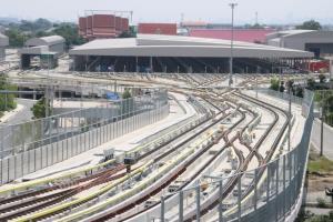 ภาพจากบริษัท กรุงเทพธนาคม จำกัด : โรงจอดขบวนรถไฟฟ้า ภายในศูนย์ซ่อมบำรุงและควบคุมส่วนกลาง รถไฟฟ้าสายสีเขียว ด้านหลังคือวัดเจริญธรรมาราม เขตสายไหม กทม.