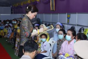 พระราชินี ทรงเยี่ยมหน่วยแพทย์พระราชทาน ทรงรับคนไข้ไว้ในพระบรมราชานุเคราะห์ 7 ราย