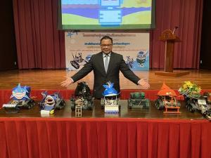 ปรบมือ!! ร.ร.ชลราษฎรอำรุง จ.ชลบุรี คว้ารางวัลชนะเลิศประดิษฐ์หุ่นยนต์เก็บยางวงชายหาด